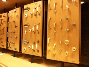 Kitchen_cabinet_hardware_in_2009